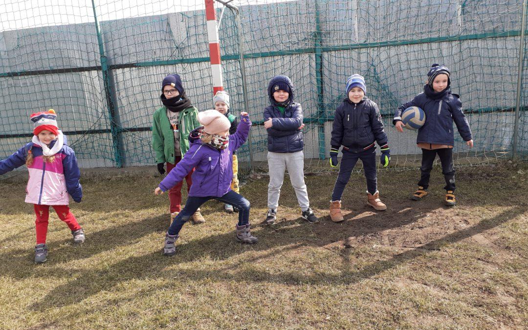 Na szkolnym boisku