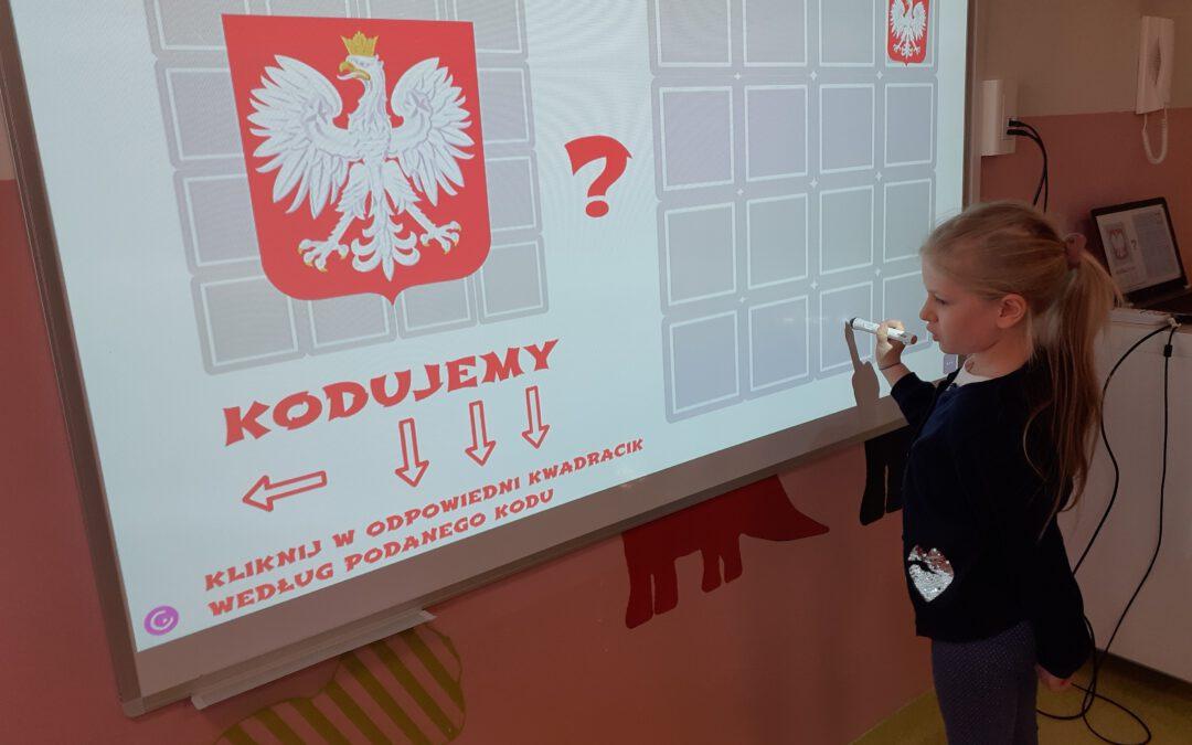 """""""Polska"""" – kodowanie z wykorzystaniem maty i tablicy interaktywnej"""